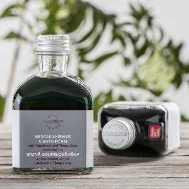 Botanicus - Speciální koupelová pěna s esenciálním olejem patchouli a ylang ylang_195ml_LF